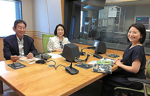 「朝の小鳥」特番に出演する(左から)、松田道生さん、鈴木寛子さん、石川真紀アナウンサー