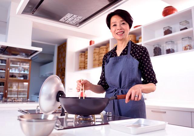 オリジナルの中華鍋など、台所用品の開発も手がけている=東京都渋谷区、関口達朗撮影