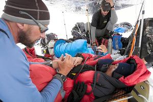 8千メートル級の登山、雪崩と高山病で「死のふち」に