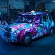 痛車タクシー、600万円かけ完成 でもまだ走れない…