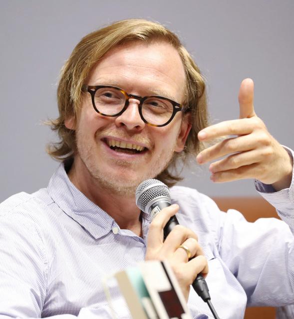 マルクス・ガブリエルさん。1980年生まれ。ボン大教授。共著に『神話・狂気・哄笑』など=2018年6月12日、東京・築地、越田省吾撮影