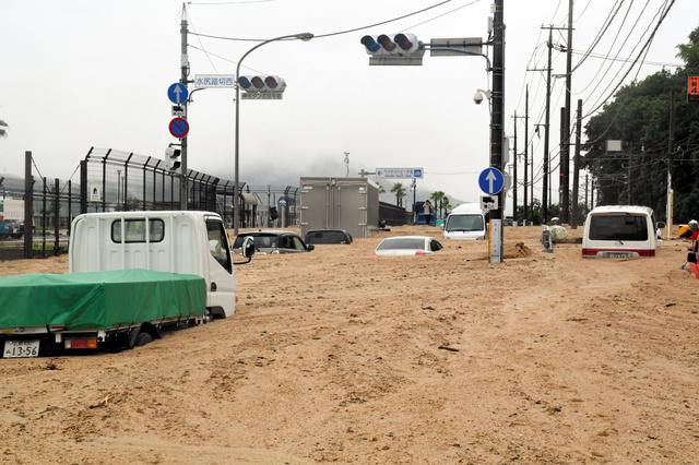 西日本豪雨、死者62人 安否不明...