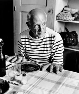 「ピカソのパン」=東京都写真美術館蔵(C)Atelier Robert Doisneau/Contact