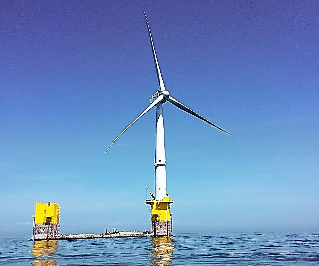 世界最大級の浮体式洋上風車「ふくしま新風」=福島県沖