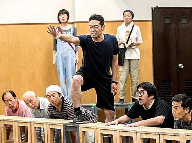 「九月、東京の路上で」を稽古する劇団燐光群の出演者ら
