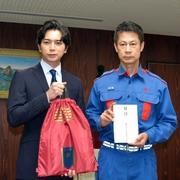 嵐の松本潤さん、義援金5千万円を渡す 被災の広島訪問