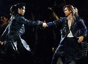 井上芳雄(左)、堂本光一