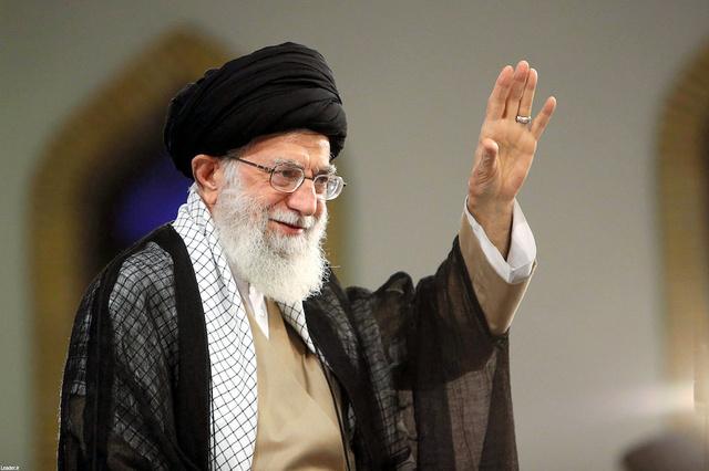 テヘランで13日、演説するイランの最高指導者ハメネイ師。同師の公式サイトから=ロイター