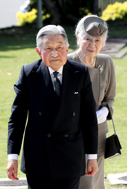 沖縄平和祈念堂を訪れた天皇、皇后両陛下=2018年3月27日、沖縄県糸満市、堀英治撮影