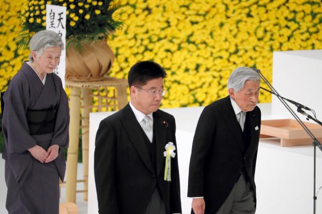 全国戦没者追悼式に出席した天皇、皇后両陛下=2018年8月15日午後0時4分、東京都千代田区、嶋田達也撮影