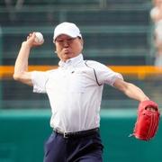 「勝っても負けても糧」板東英二さんが甲子園で始球式
