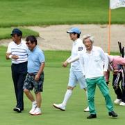 「総理、調子は」にみんな反応?自民首相経験者らゴルフ