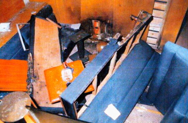 手榴弾が爆発したクラブ「ぼおるど」の店内(2003年8月18日、北九州市小倉北区、福岡県警提供)