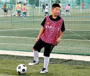 サッカー少年、足の捻挫で3年続いた痛み 手術で元気に