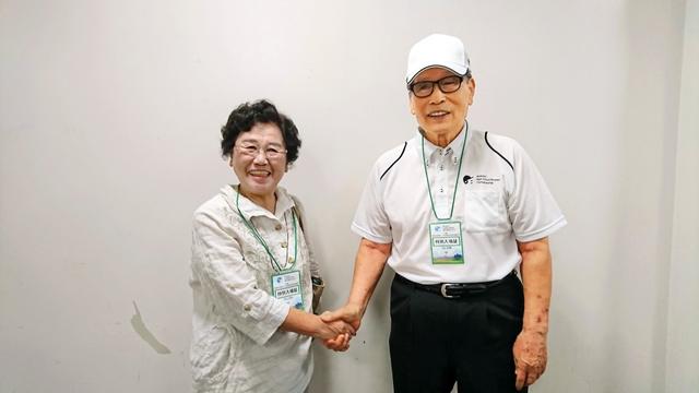 中西太さん(右)と宮浦(旧姓羽尾)敦子さん
