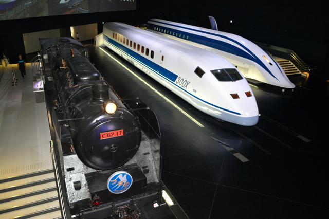 リニア・鉄道館では、それぞれ世界最速を記録したSL、新幹線、リニア車両が来館者を出迎える=2018年7月30日、名古屋市港区、細沢礼輝撮影