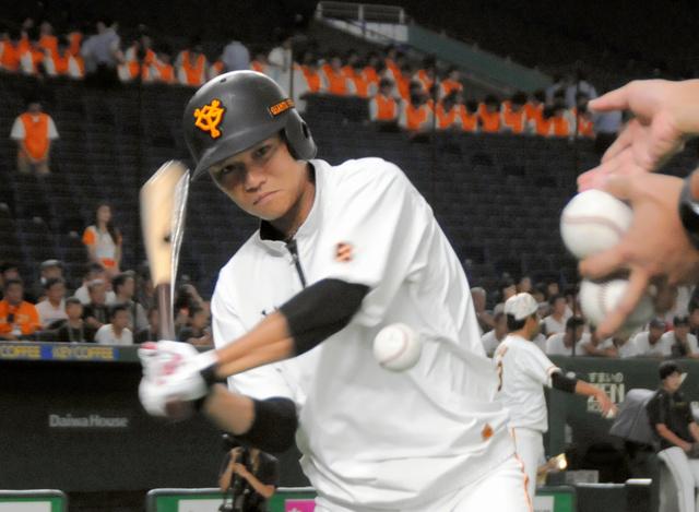 左脇腹痛から復帰した巨人の坂本勇=東京ドーム