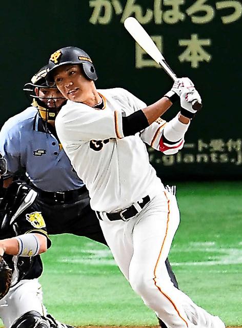 一回裏巨人無死、坂本勇は右前打を放つ=日刊スポーツ