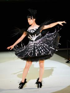 青森)ファッション甲子園、弘前実V ヤマアラシに着想