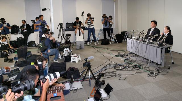 記者会見する宮川紗江選手(右端)=2018年8月29日午後、東京都千代田区、藤原伸雄撮影