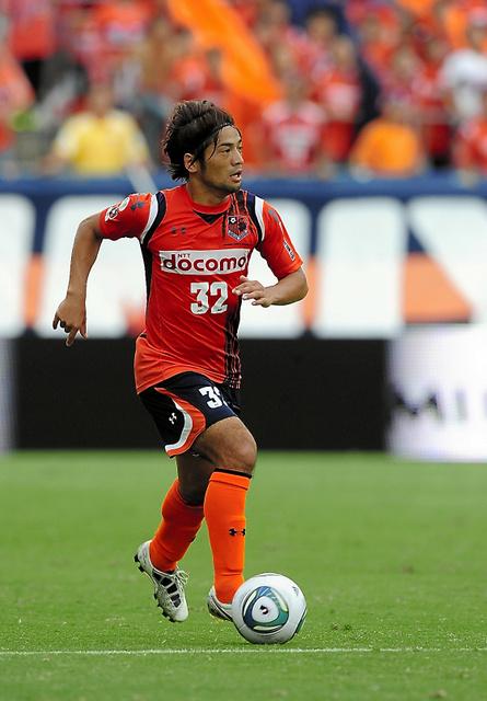 Jリーグでプレーする杉山新さん=2011年、大宮アルディージャ提供