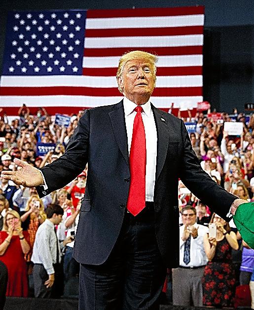 インディアナ州エバンズビルで8月30日、選挙演説するトランプ氏=AP