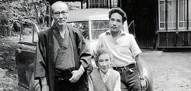 父・徹三、母・多喜子と。後に二人の書簡をまとめた『母の恋文』も出版した=本人提供