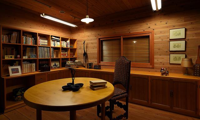 「お葬式」の舞台になった伊丹邸の部屋は、伊丹十三記念館の収蔵庫に再現された。毎年5月に限定公開がある=松山市、滝沢美穂子撮影