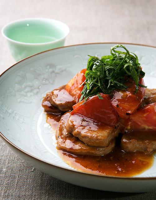 豚ヒレ肉の照り焼きトマト風味=写真・家老芳美