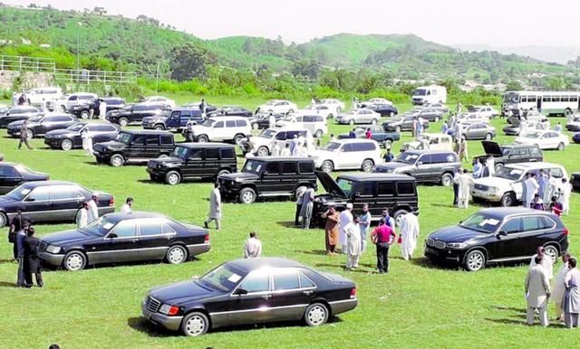 パキスタンの首都イスラマバードの首相公邸で2018年9月17日に開かれた公用車のオークション=参加者提供
