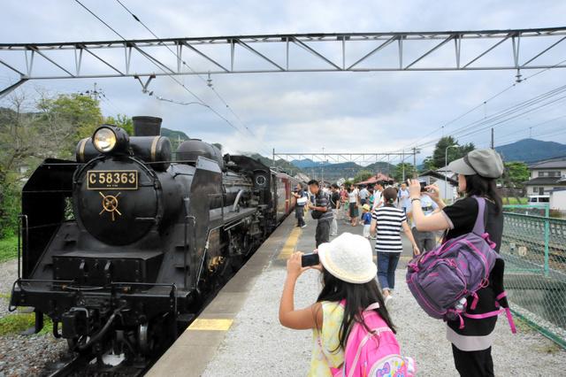 人気が続く秩父鉄道のSLパレオエクスプレス号=2018年9月8日、埼玉県長瀞町