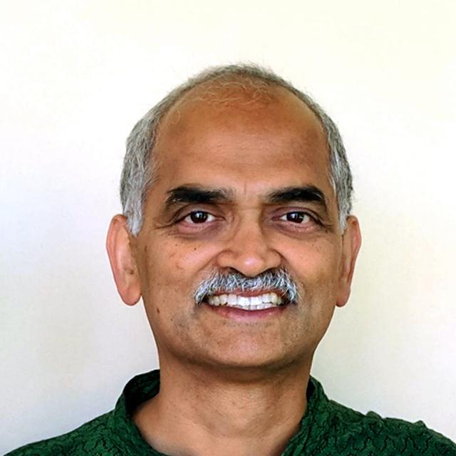 テレビ電話取材に応じたグーグル検索担当副社長のパンドゥ・ナヤックさん(グーグル提供)