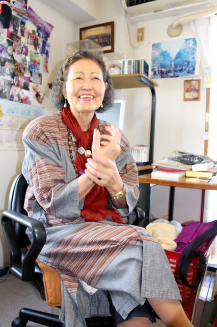 あけぼの会設立のときの様子を話すワット隆子さん=9月、東京都目黒区