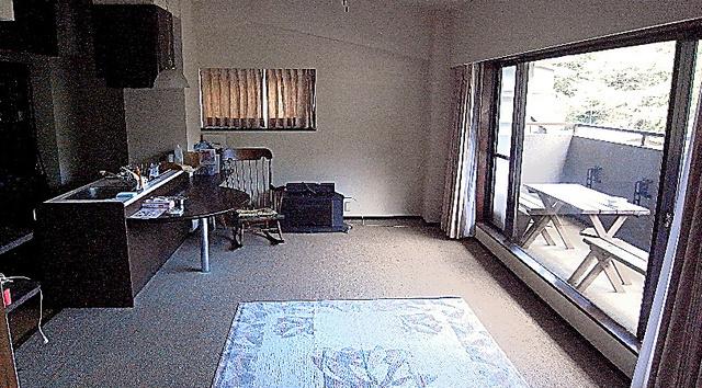 最低価格275万円でオークションに出された箱根のリゾートマンションの部屋