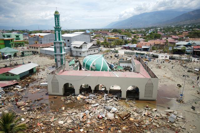 津波で破壊されたモスク=2018年10月7日、インドネシア・スラウェシ島パル、竹花徹朗撮影