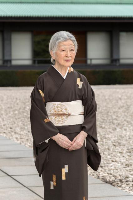 皇后さま(2018年10月12日、皇居・宮殿の中庭、宮内庁提供)