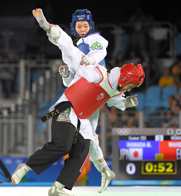 2016年リオデジャネイロ五輪女子57キロ級に出場した浜田真由(奥)。20年東京五輪に向け、全日本テコンドー協会が示した選手選考については矛盾が多いという指摘が選手や指導者らから出ている