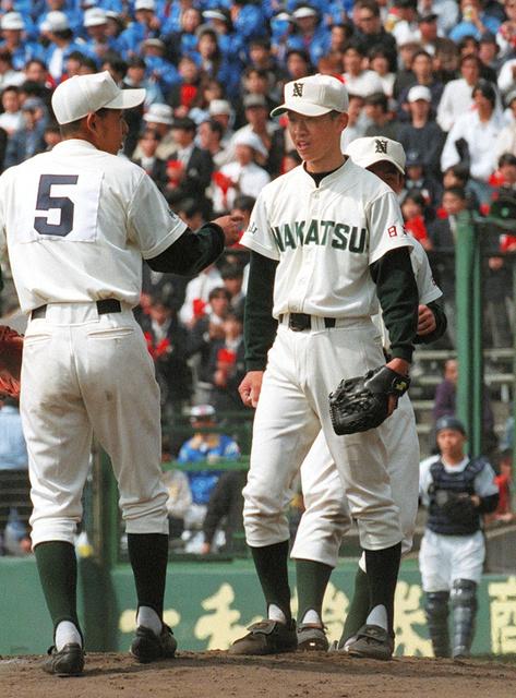 第69回選抜高校野球大会で甲子園初出場を果たした日高中津の選手たち=1997年3月28日、阪神甲子園球場