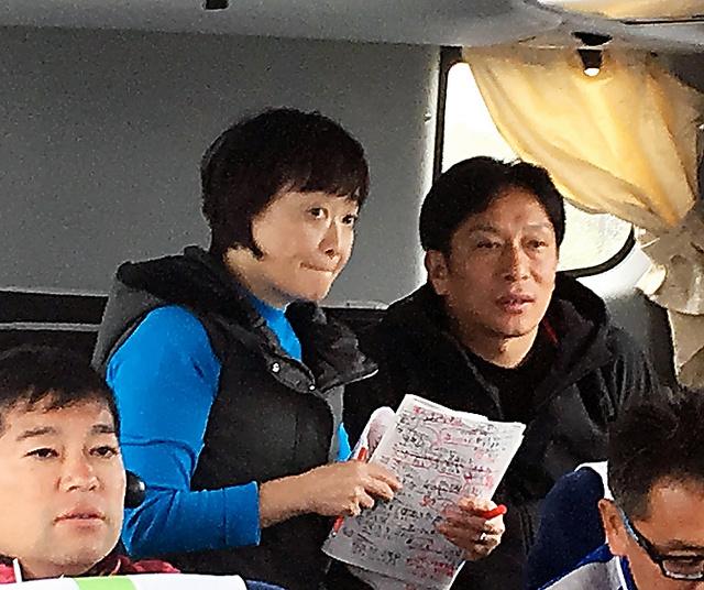 監督車の中。青学大・原晋監督や増田明美さんの姿が