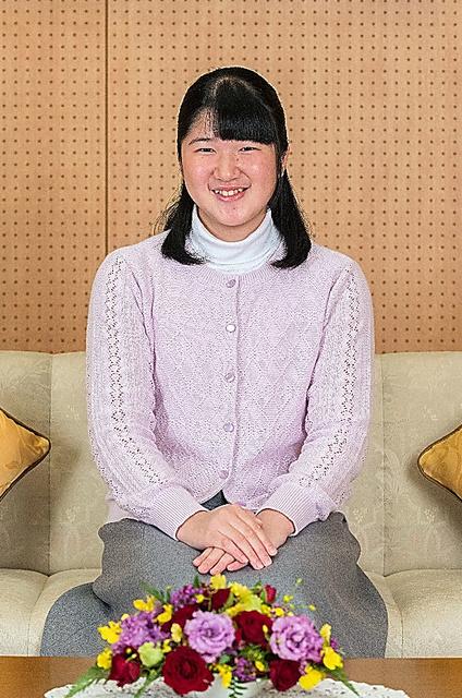 笑顔の愛子さま=11月25日、東京・元赤坂の東宮御所、宮内庁提供