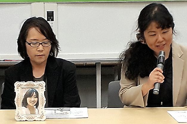 9月10日に森下眞由美さん(左)は野田聖子総務相(当時)と面会。その後、記者会見した=東京都千代田区