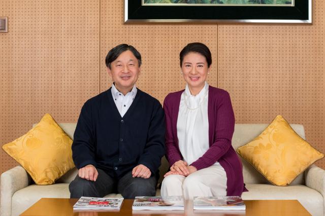 皇太子さまと雅子さま(2018年12月4日、東京・元赤坂の東宮御所、宮内庁提供)