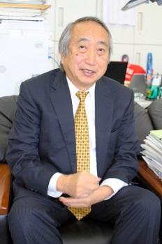 岡部信彦・川崎市健康安全研究所長=2018年12月