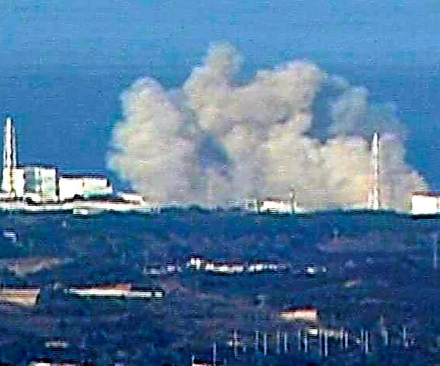 福島第一原発1号機の爆発=福島中央テレビ提供