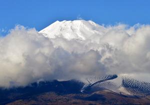 金時山と黒岳 富士と一瞬の出会い