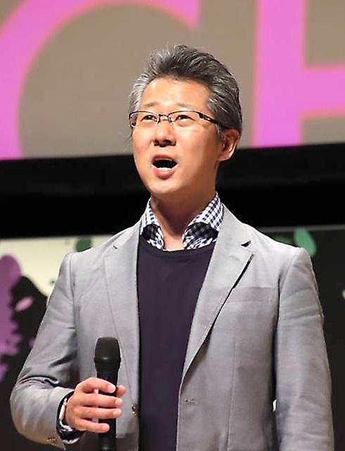 「フィンテックジャパン2018」でオペラ「椿姫」の「乾杯の歌」を歌う神田潤一さん=2018年10月、東京都千代田区、フィンテック協会提供