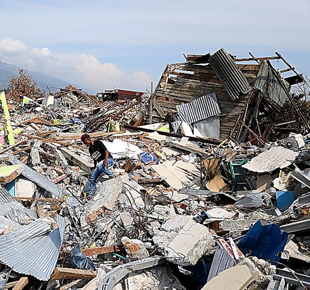 大規模な液状化で被害を受けたパルのバラロア地区=10月26日、野上英文撮影