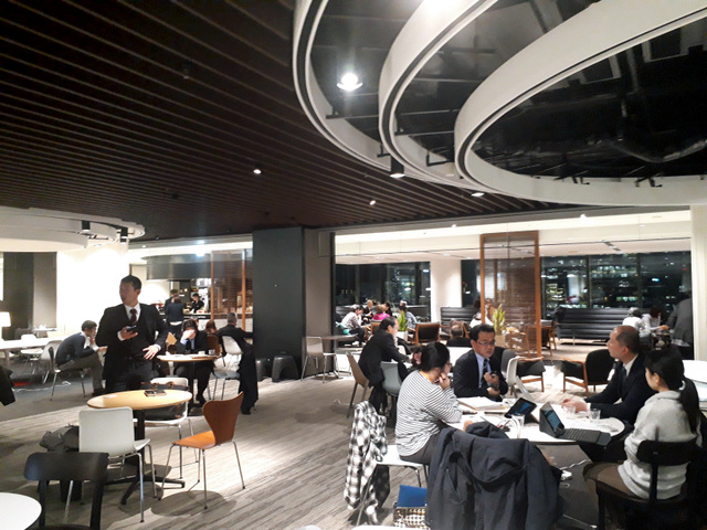 「うめきた」内の交流拠点の一つ、会員制の「ナレッジサロン」は2013年の開業以来、累計70万人が利用した=大阪市北区