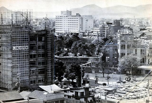 戦後24年当時の原爆ドーム周辺の様子=1969年11月撮影