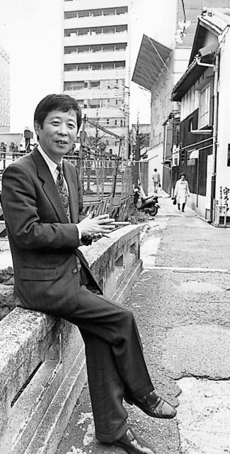 読売新聞退社後も忙しい日々が続いた=京都市、1997年、本人提供